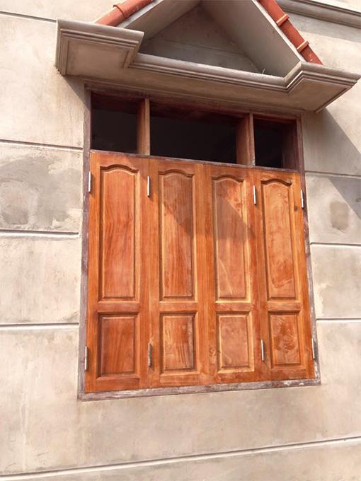 Cửa sổ 4 cánh màu gỗ chưa sơn PU