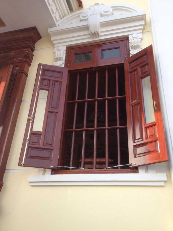 Cửa sổ hiện đại sang trọng 2 cánh gỗ tự nhiên