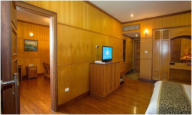 Toàn bộ không gian ngôi nhà đều được làm từ gỗ CN