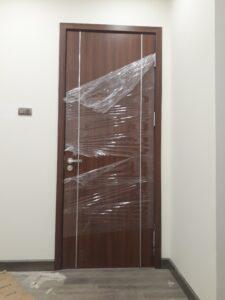 Lắp đặt cửa gỗ mã FL201-1.2 cho cửa nhà vệ sinh