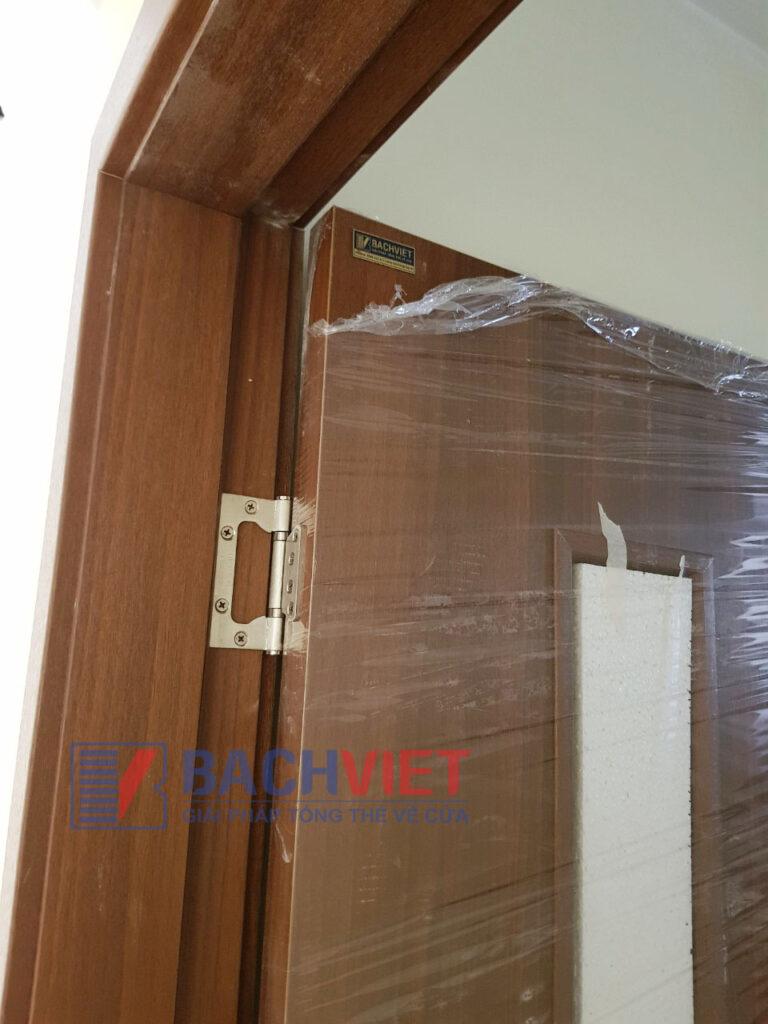 Công trình cửa gỗ thông phòng Gravo màu kem