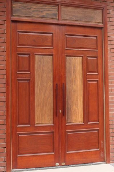Mẫu cửa gỗ lim lào 2 cánh đẹp