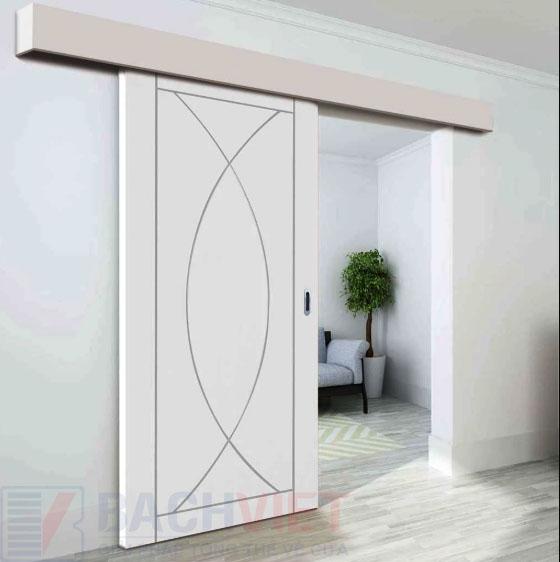 Mẫu cửa gỗ trượt treo màu trắng có hoa văn