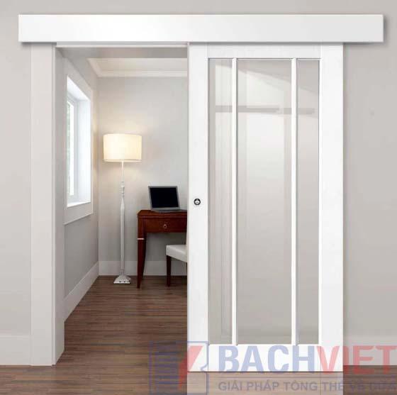 Mẫu cửa gỗ cánh lùa màu trắng khung gỗ kính cho phòng ngủ đẹp