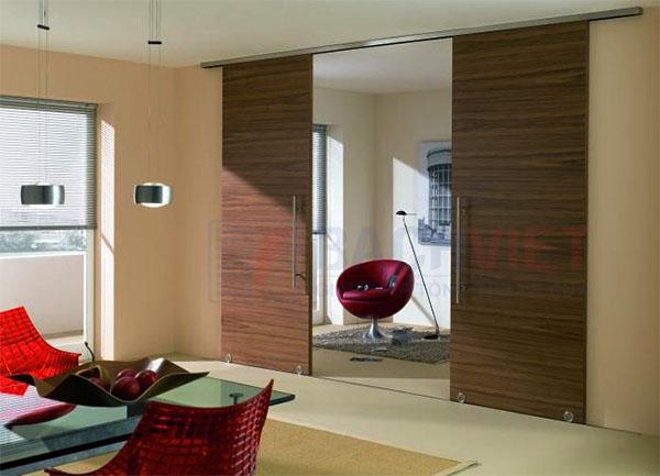 Mẫu cửa trượt gỗ 2 cánh ngăn phòng khách và phòng bếp