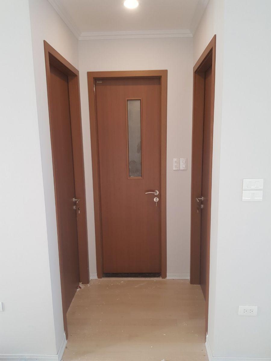 Mẫu cửa thông phòng gỗ công nghiệp có panol kính