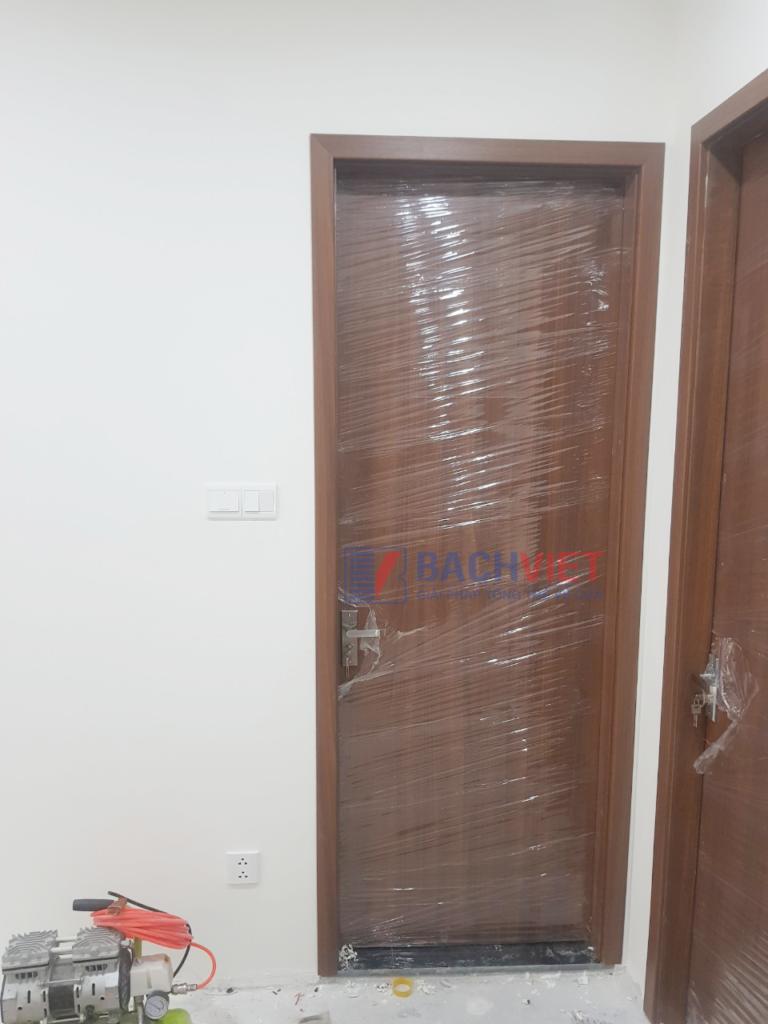 Lắp đặt cửa gỗ duratek - gravo cho khách hàng của Bách Việt