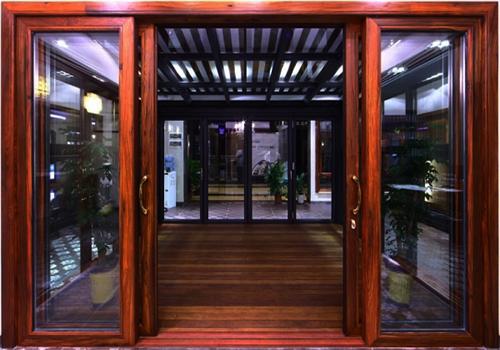 Mẫu cửa kính khung gỗ 4 cánh