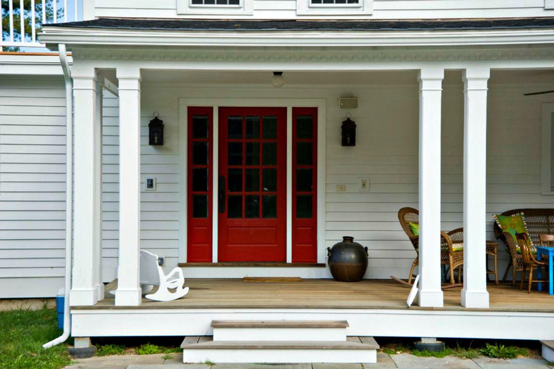 Mẫu cửa gỗ 3 cánh có ô kính