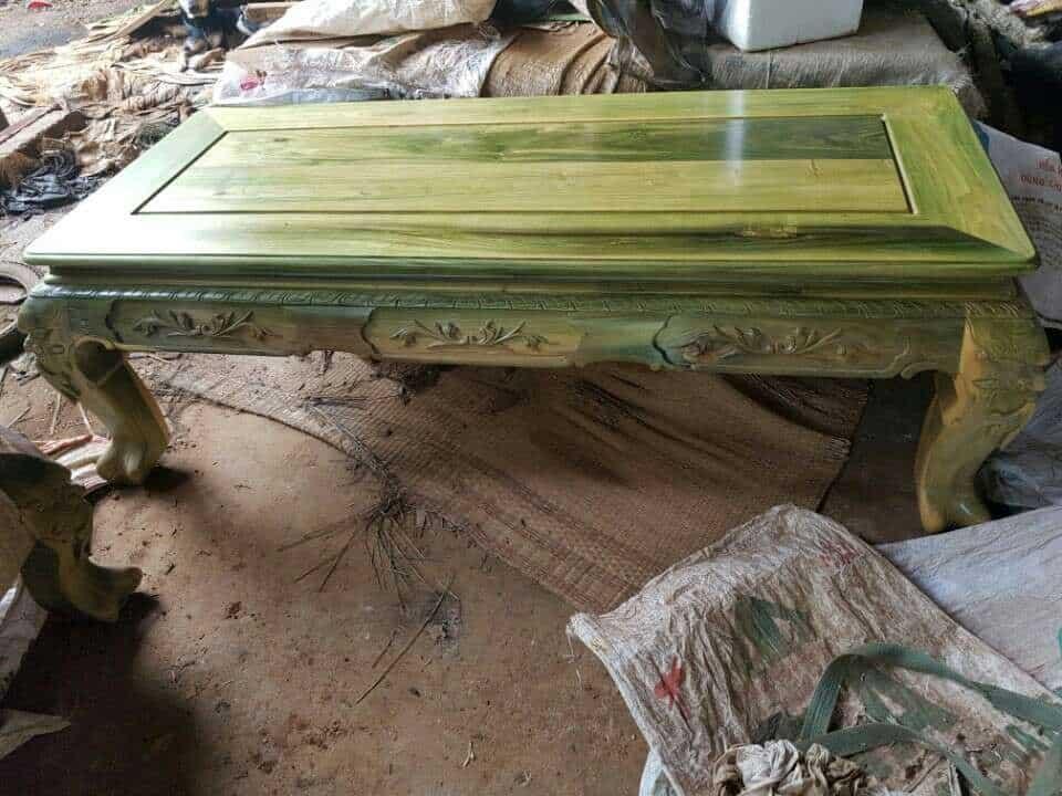 Bàn gỗ đổi màu xanh ngọc bích