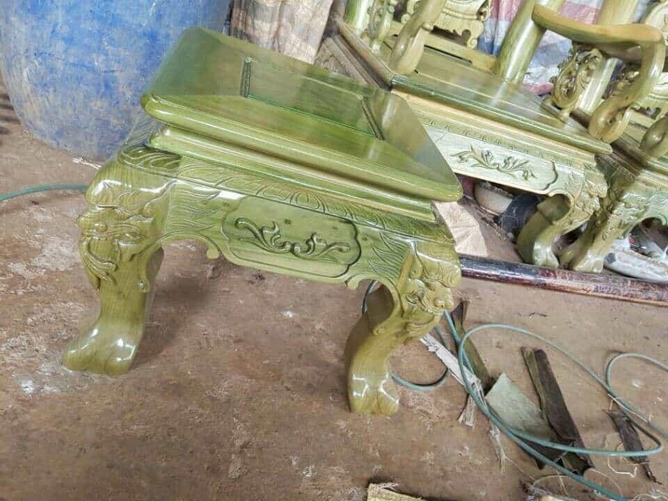 Ghế gỗ đổi màu xanh ngọc bích