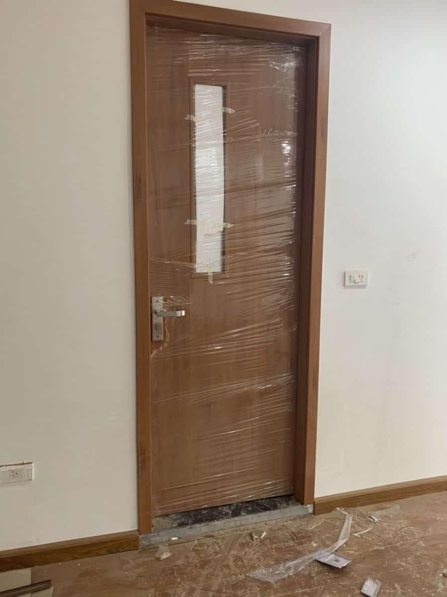 Cửa gỗ nhà vệ sinh sang trọng hiện đại